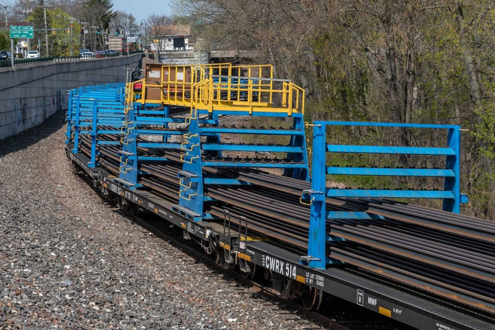 Rail trains that transport continuous welded rail